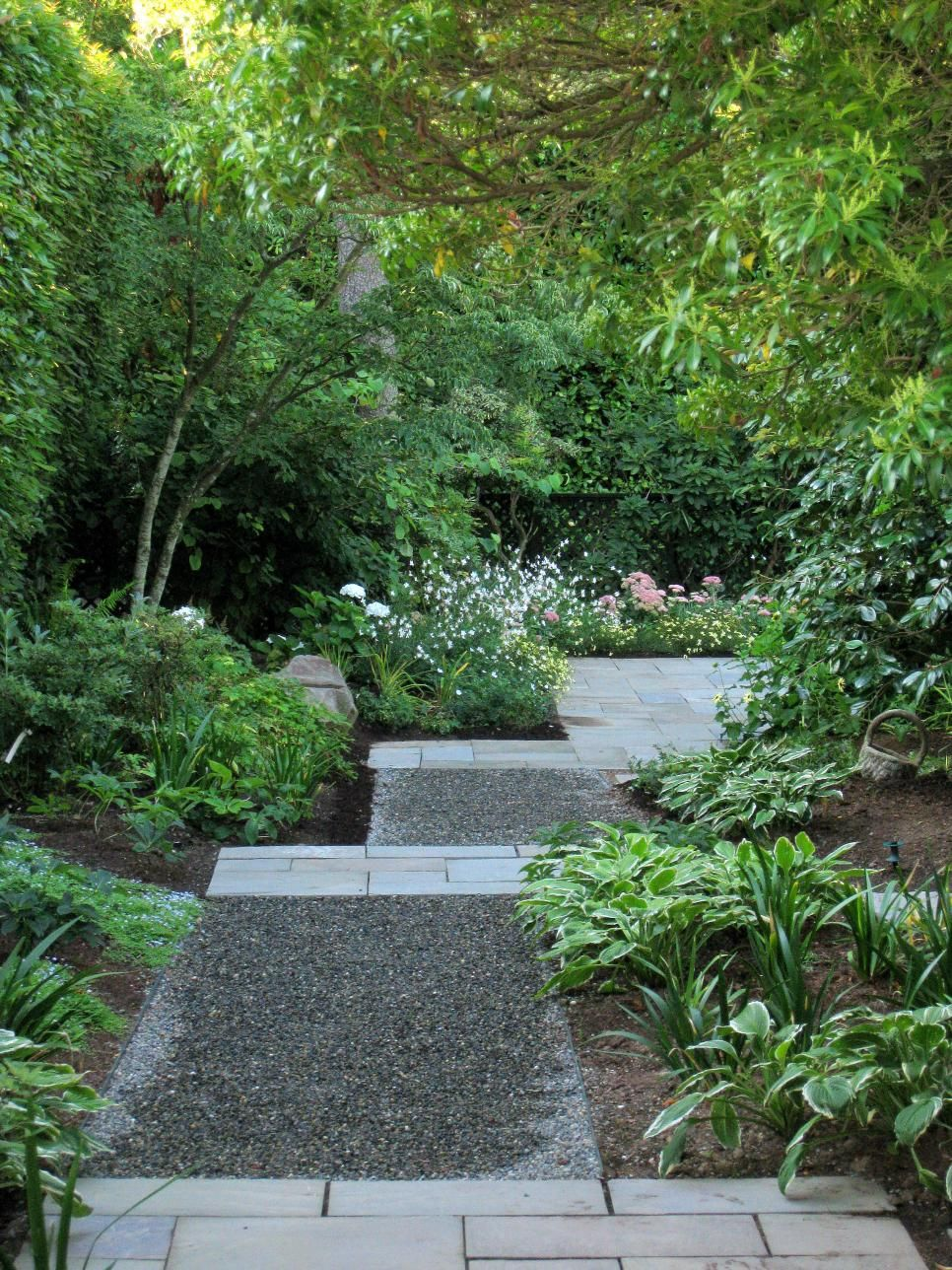 How to make a garden path with gravel - Garden Paths Act As The Backbone Of Landscape Design Providing A Sense Of Structure And