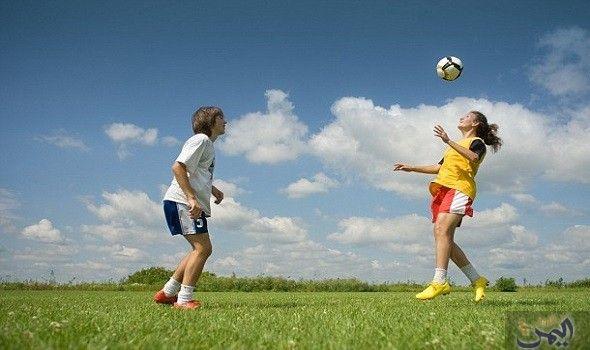 باحثون يثبتون تأثير ركل الكرة بالرأس سلب ا على الذاكرة Soccer Players Kids Soccer Making The Team