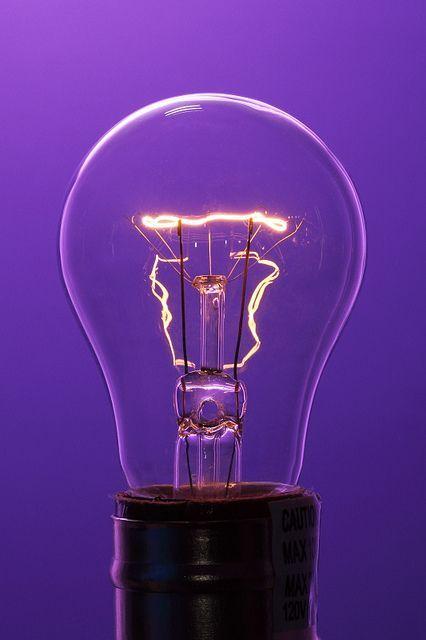 Le Violet Fait Ressortir La Lumiere Alors Sortez Vos Pinceaux Et Sortez Vos Ampoules Fond D Ecran Violet Fond D Ecran Colore Fond D Ecran Telephone