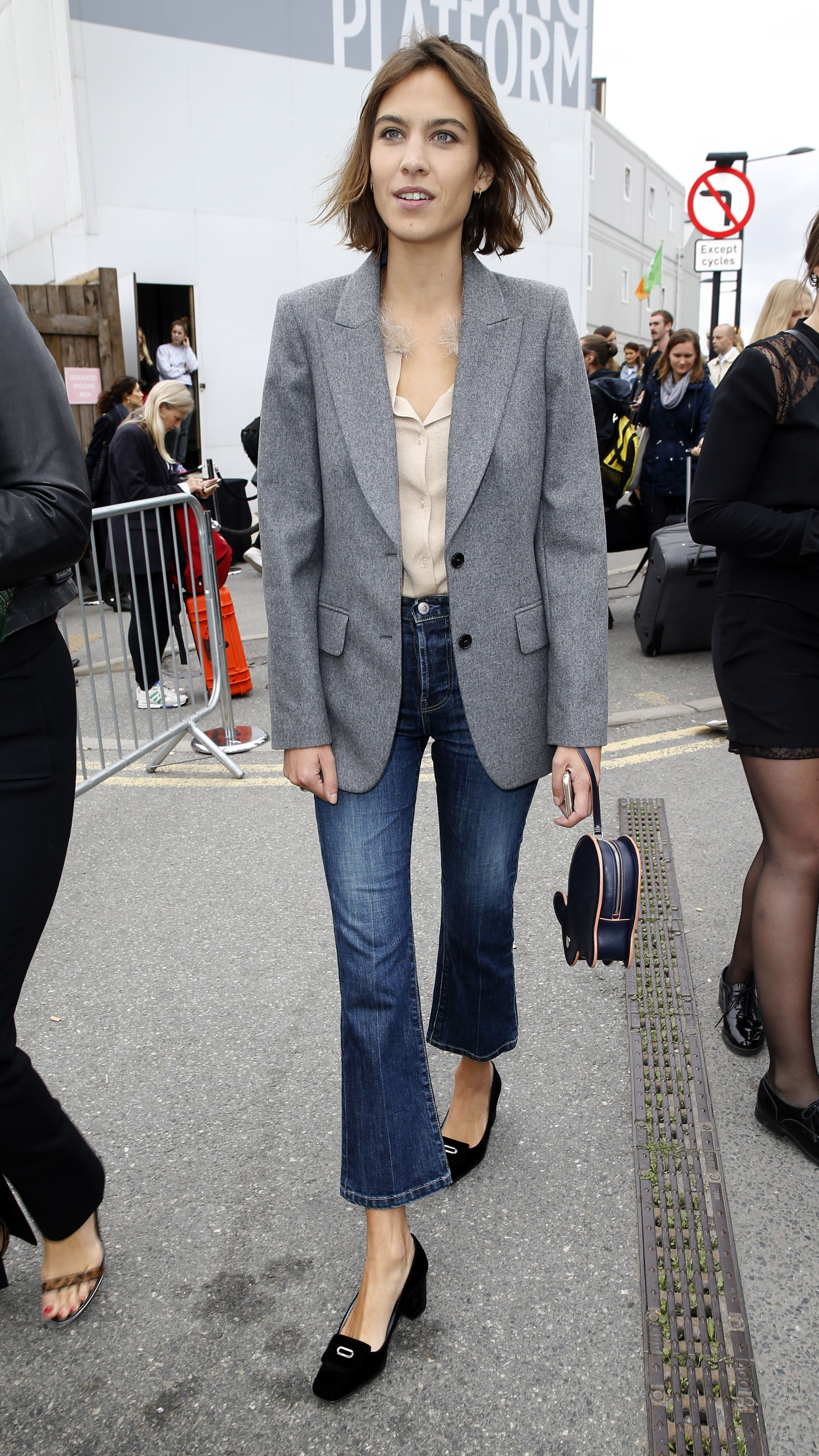 Main babe Alexa Chung nails the boyfriend blazer and cropped jeans at the  Erdem LFW SS16