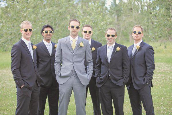 Suits Vs Tu Http Ow Ly 82quk Groomsmen Grey Groom