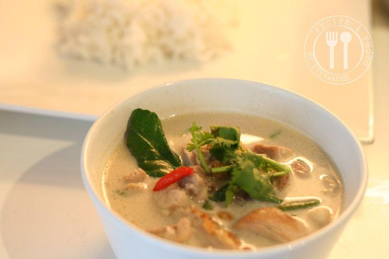 Thaise recepten van Piyawadee: Thaise kokosmelksoep met kip en galanga : Tom Kha Kai