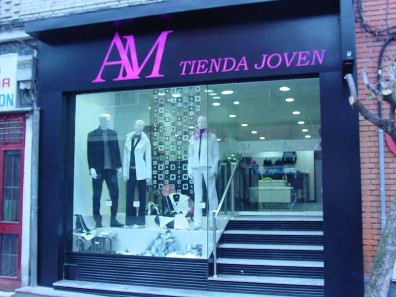 Fachadas de tiendas de ropa buscar con google fachadas for Disenos de tiendas de ropa modernas