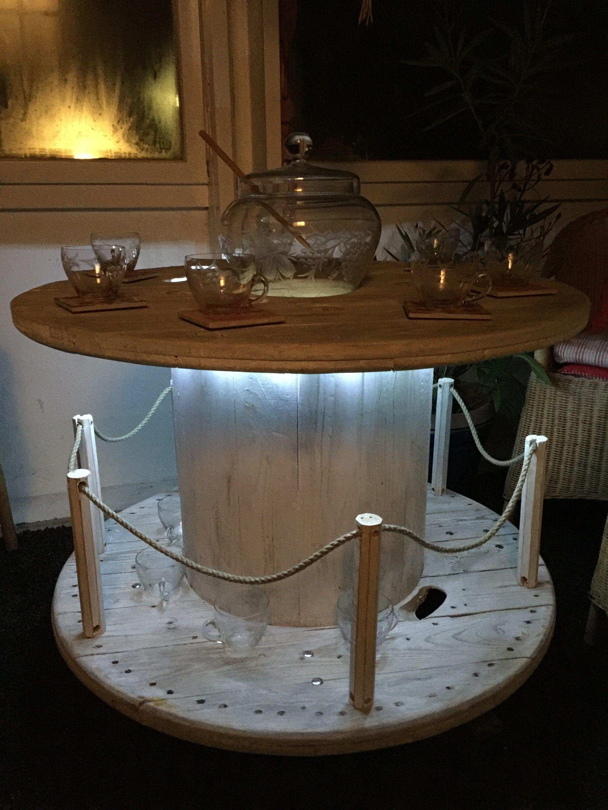 sie bekommen einen tisch mit einem durchmesser von ca 100cm welcher aus einer kabeltrommel. Black Bedroom Furniture Sets. Home Design Ideas