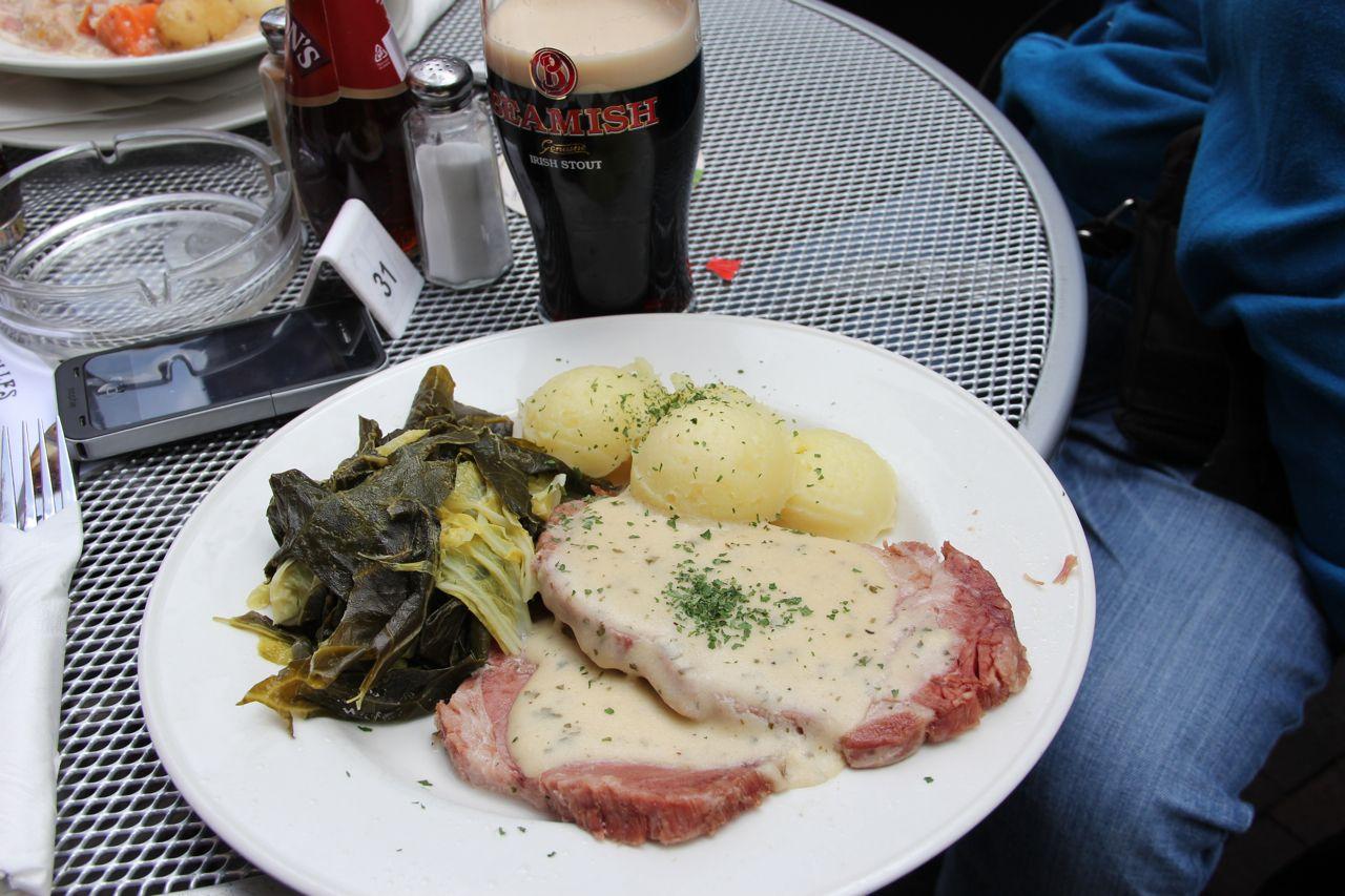 Pub Bruxelles Dublín Bacon And Cabbagge Y Pinta De Beamish Recetas De Comida Restaurantes Para Comer Restaurantes