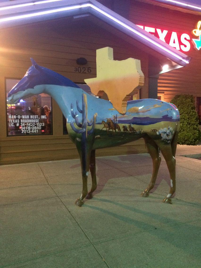 The famous Horse outside of Texas roadhouse on Richmond Road