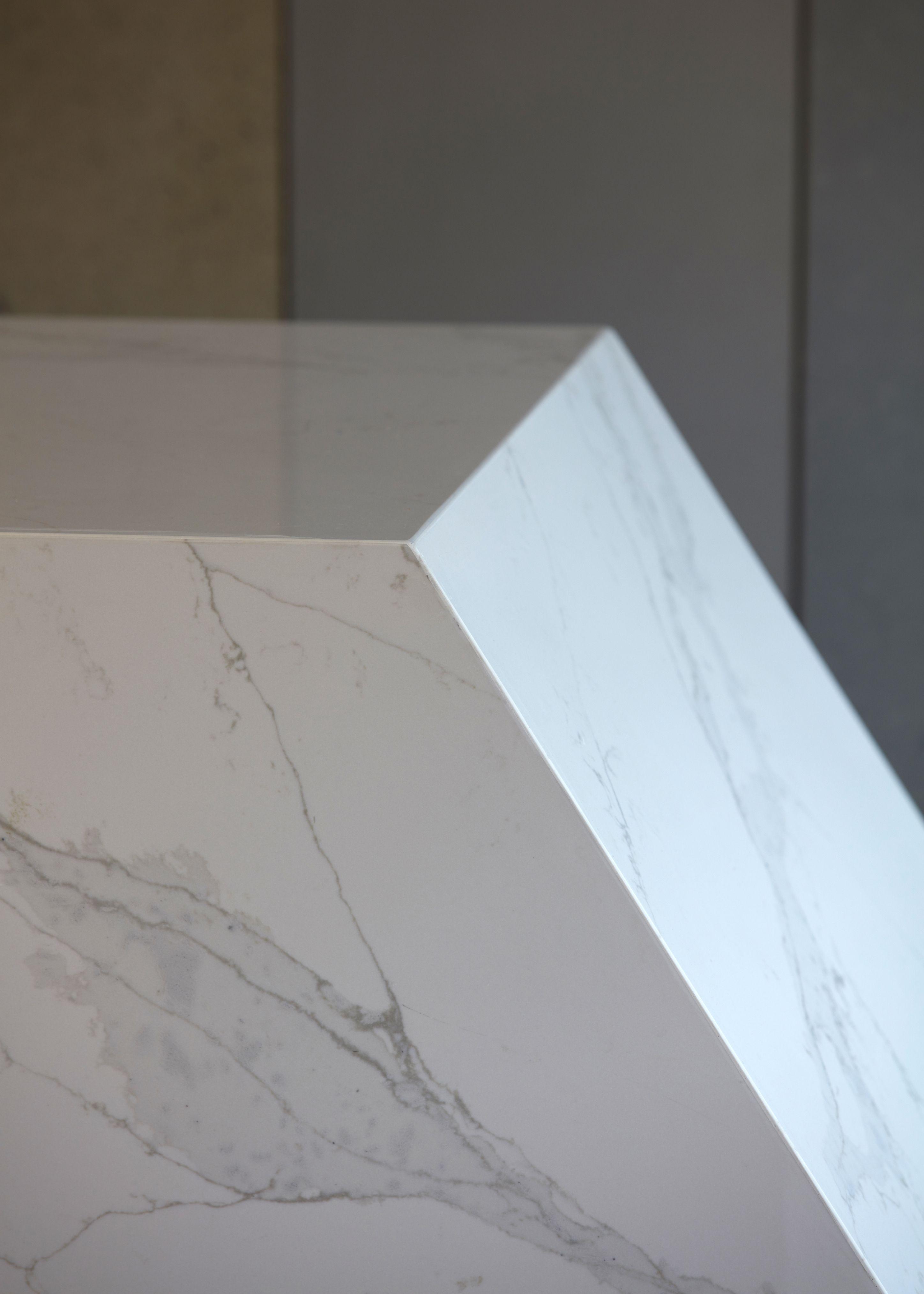 Essastone Unique Calacatta Engineered Stone With The Stunning Look Of Real Marble Engineered Stone Calacatta Stone Slab
