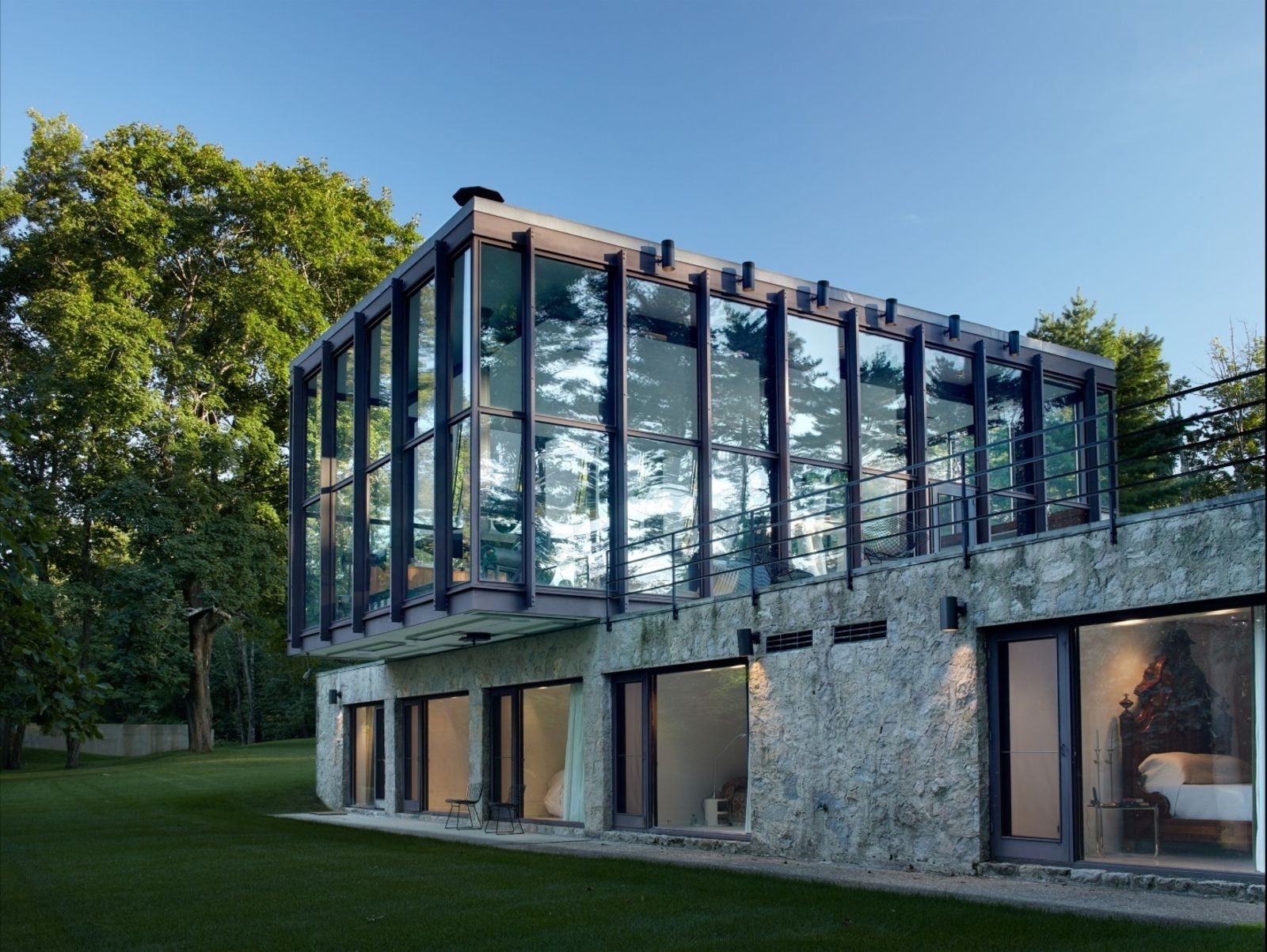 After a Year on the Market, Philip Johnson\'s Wiley House Drops by $2 ...