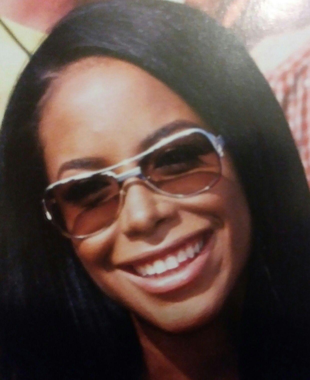 b460a6b75b39d Aaliyah smile