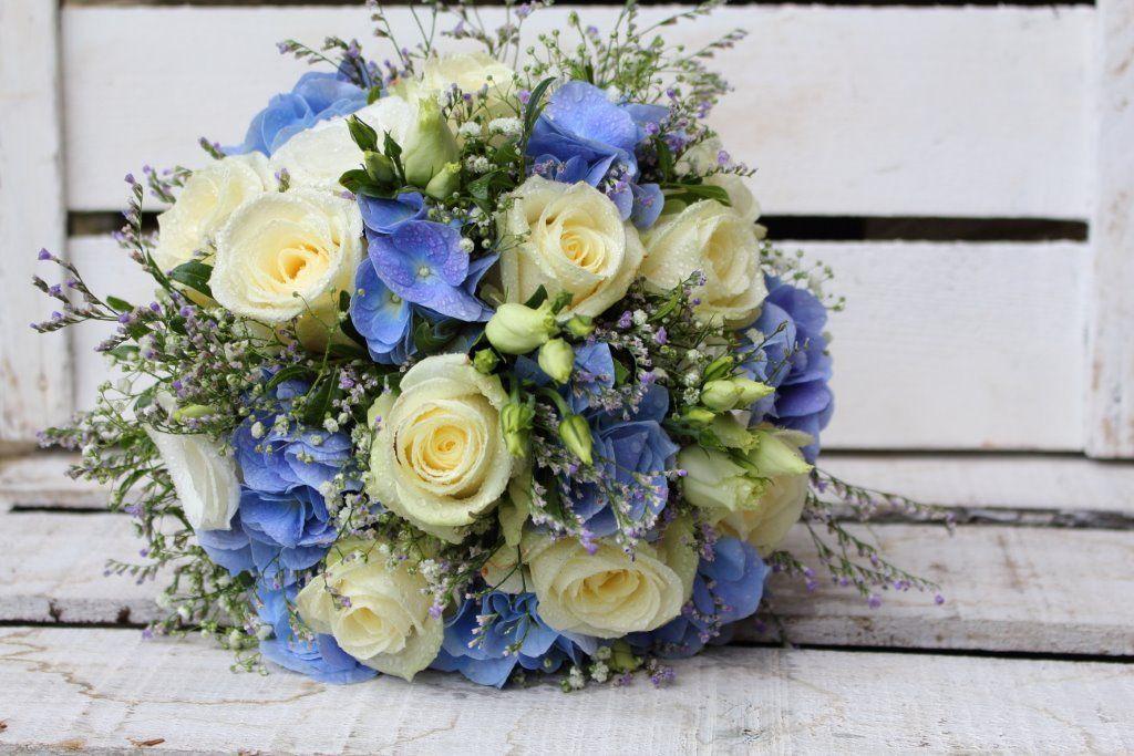 Brautstrauss In Blau Weiss Brautstrauss Brautstrausse Blumen