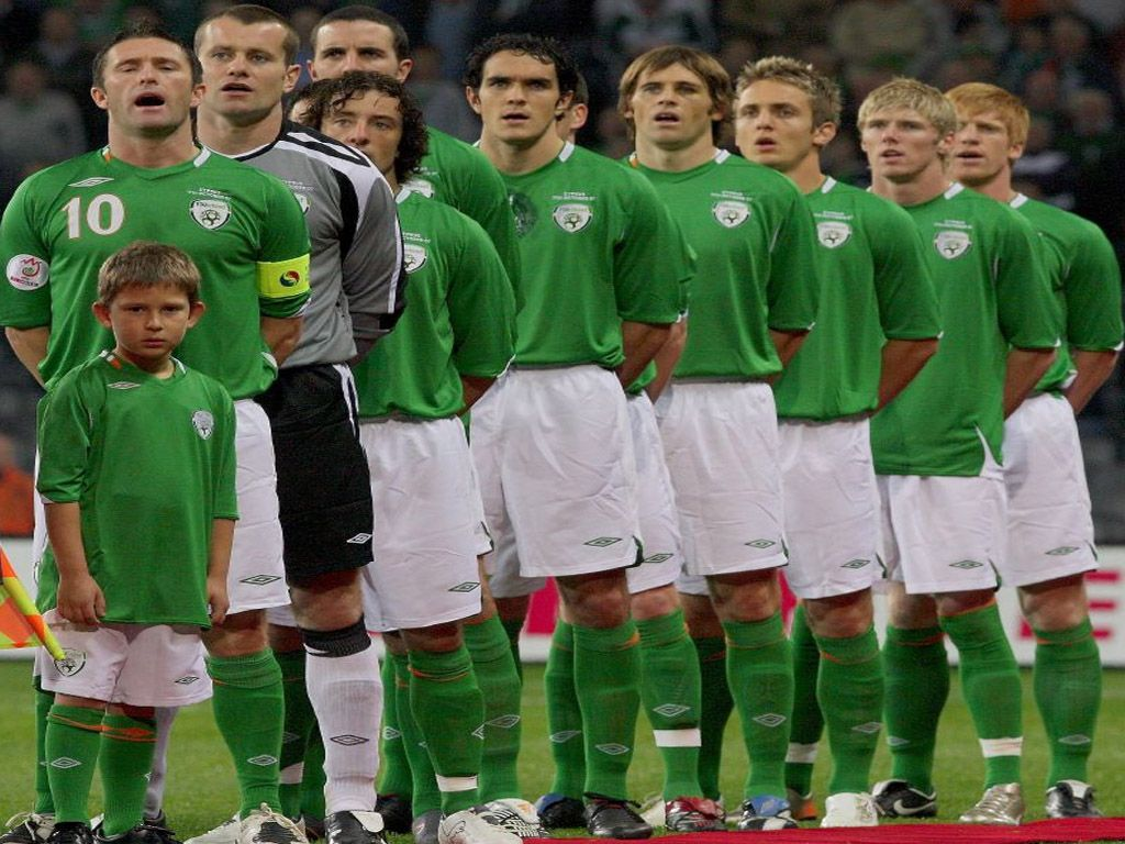 Republic Of Ireland Football Team Wallpapers Hd Wallpapers Backgrounds Of Your Choice Team Wallpaper Football Team Football