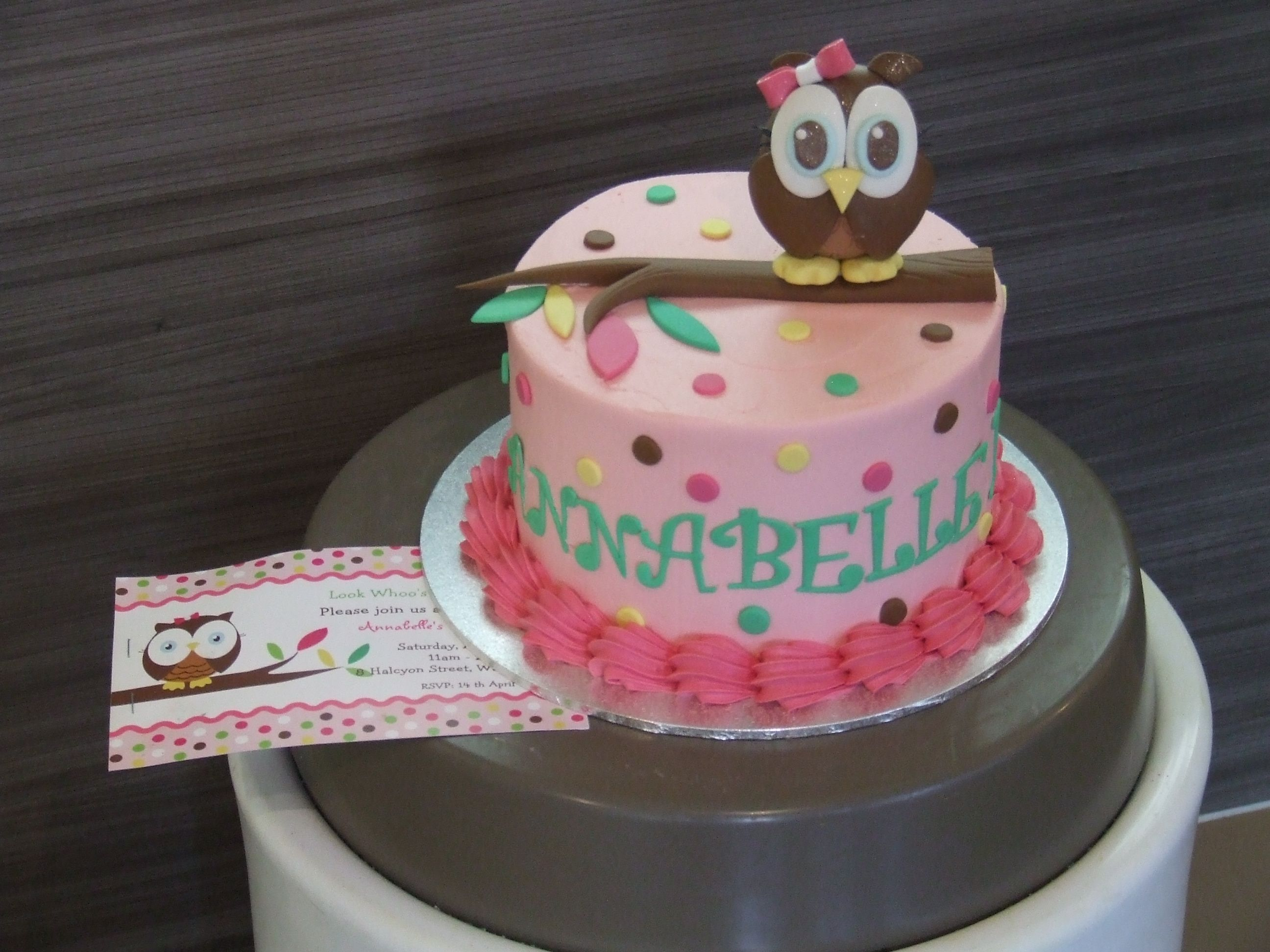 Owl Cake So cute I love the buttercream icing instead of fondant
