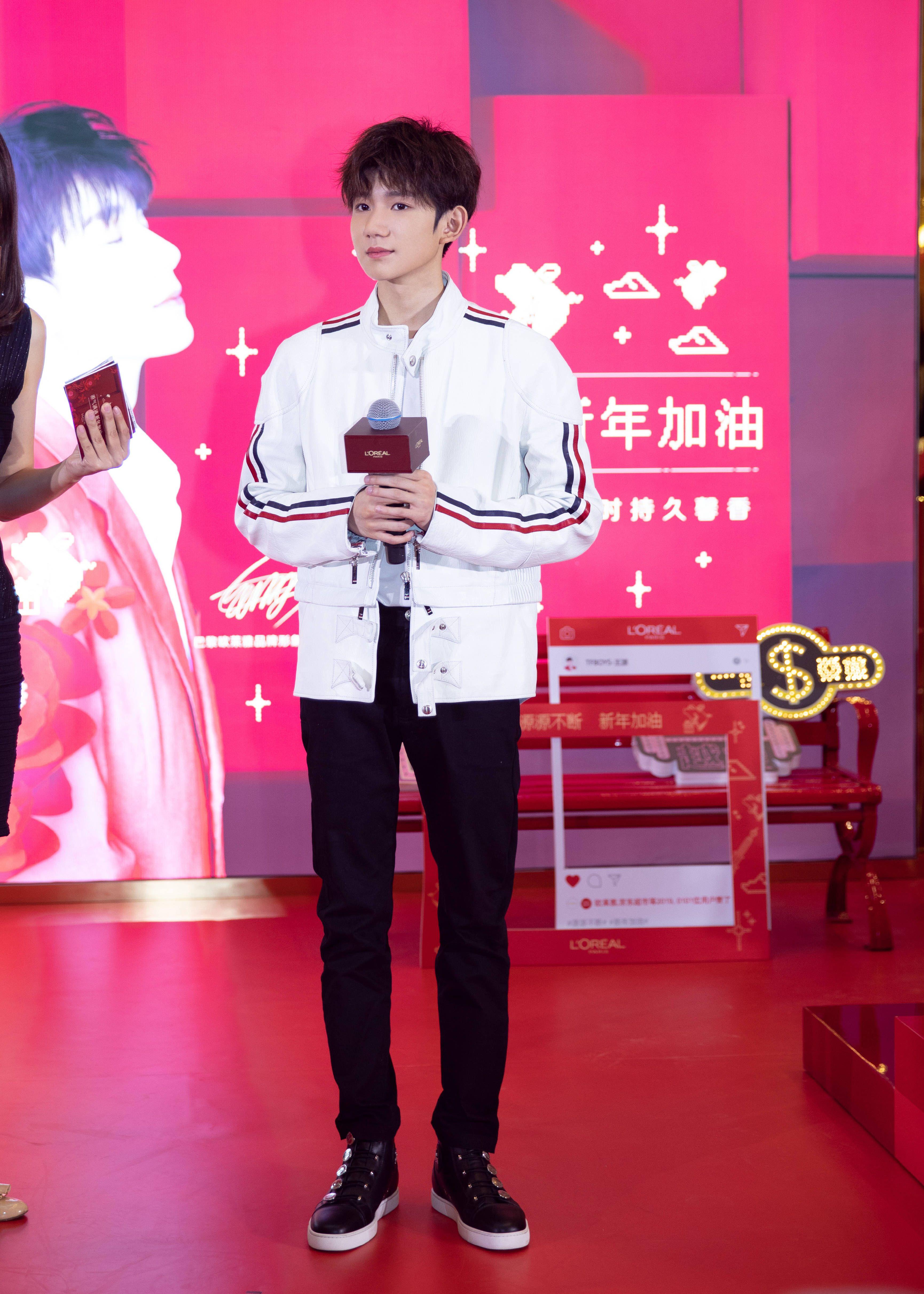 Ghim của Jumy trên Roy Wang Dễ thương, Vương