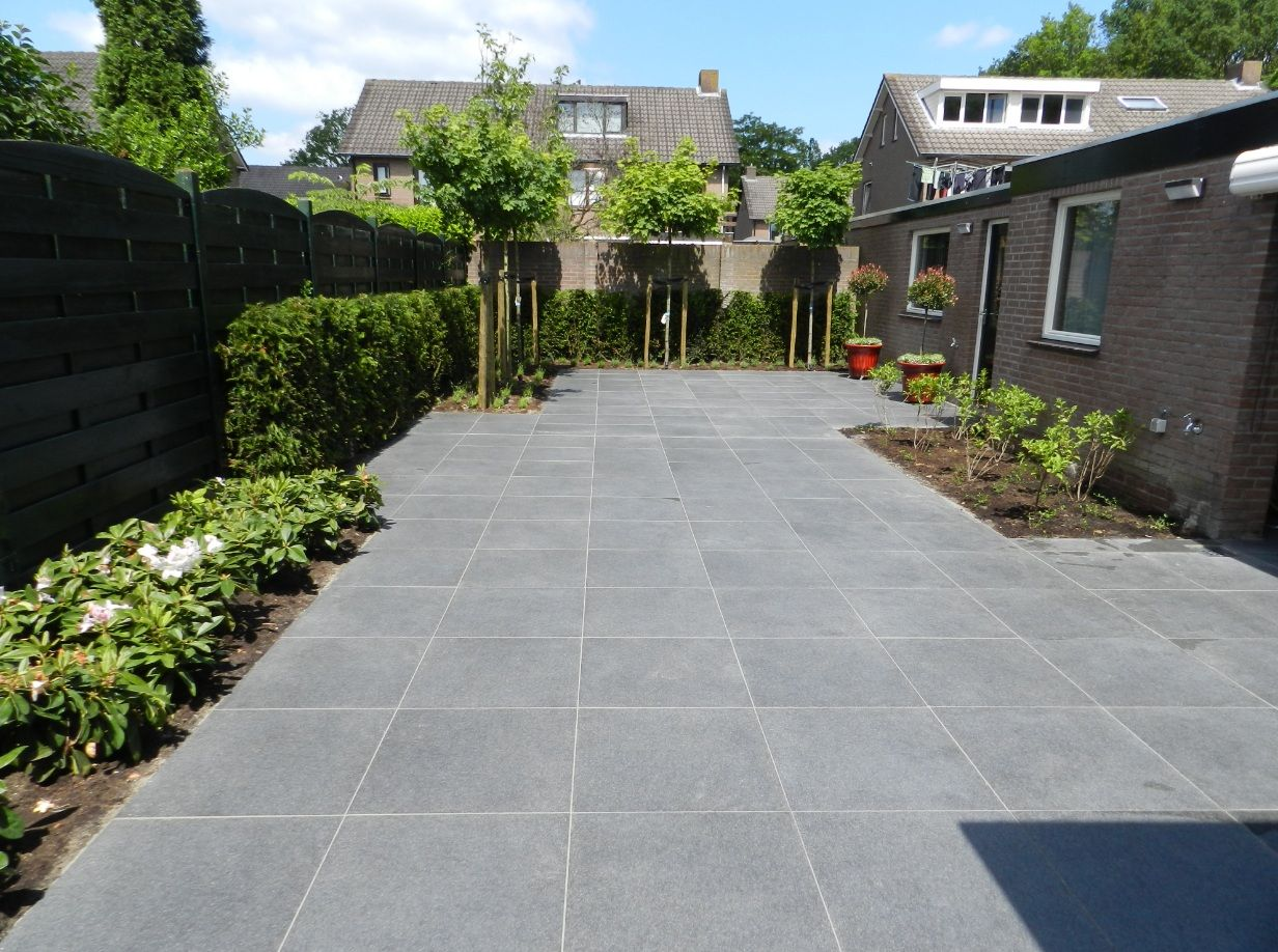 Verlichting In Terrastegel.Design Tuin Keramische Tegels Complete Tuinaanleg Van
