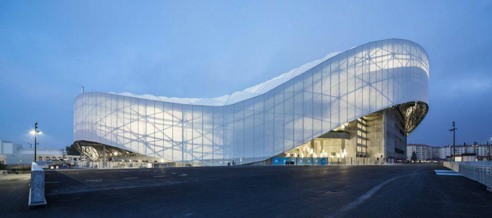 Architecture Breathtaking Mid Century Home Sits On Glacial Valley Stadium Architecture Stadium Design Fibreglass Roof