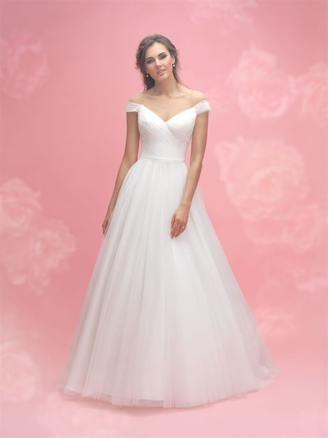 Allure Romance 3062 in ivory/nude, sample size 14 | Manchester ...