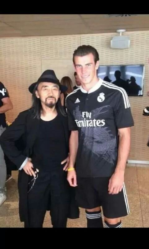 The Legend Undertaker Takes A Pic With A Fan After His Match Lol Yohji Yamamoto Gareth Bale Team Jersey