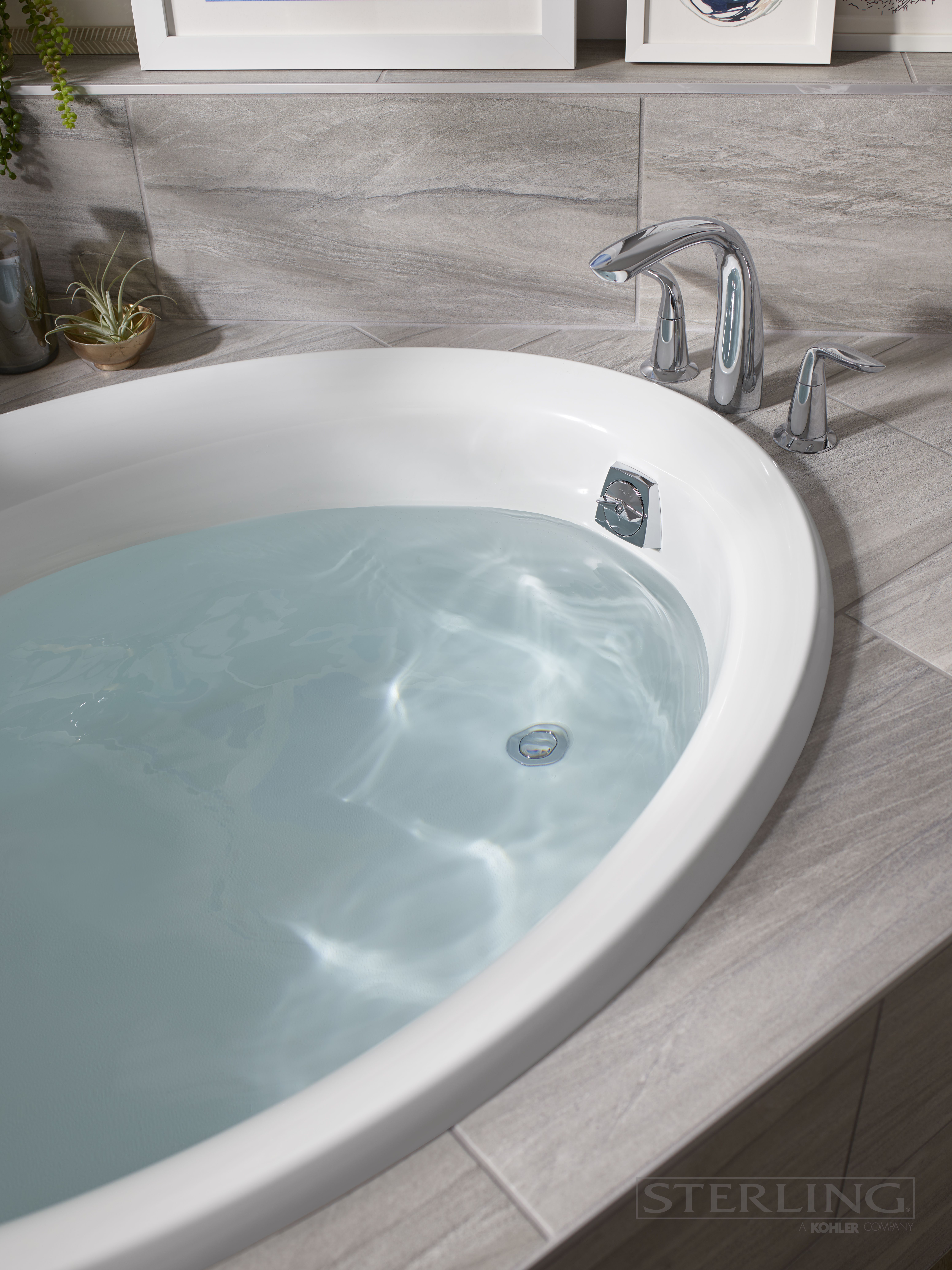 Create your own relaxing reprieve with the Lawson Oval Drop In Bath