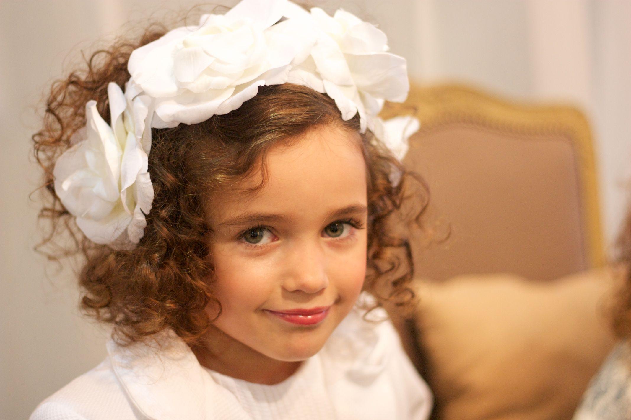 Tocado de flores blancas.....