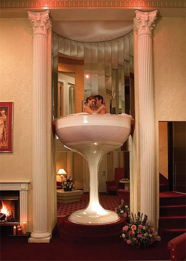 The Roman Towers 7 Foot Tall Champagne Gl Whirlpool Bath For Two Set On Pocono Palace S Golf Course In Poconos Mountains Pa