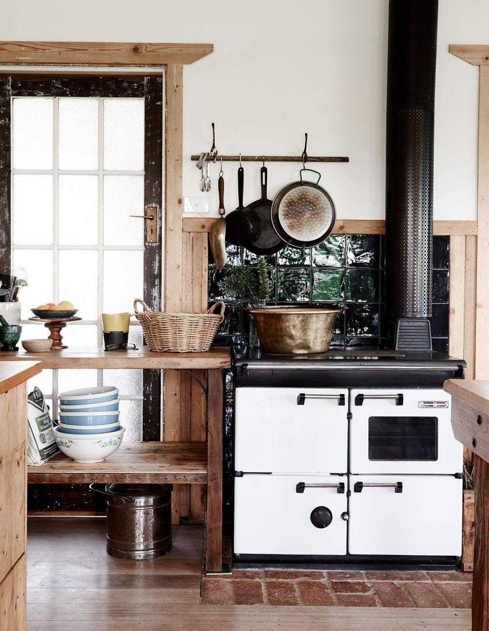 Une cuisine non am nag e maison quarante rustic kitchen kitchen interior country kitchen - Cuisine non amenagee ...