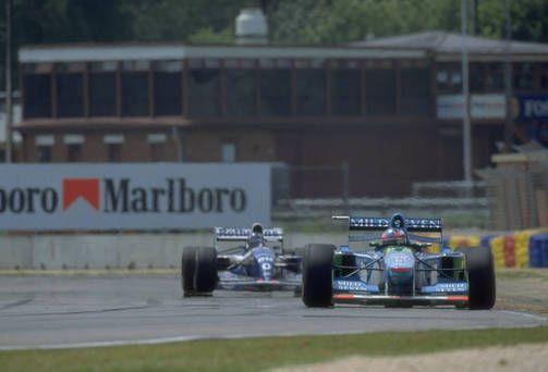 Kauden päätöskilpailussa Hill saavutti kärjessä ajanutta Schumacheria, joka teki paineen alla virheen, joka johti kolariin, kohuun - ja Schumacherin ensimmäiseen F1-mestaruuteen. 1994