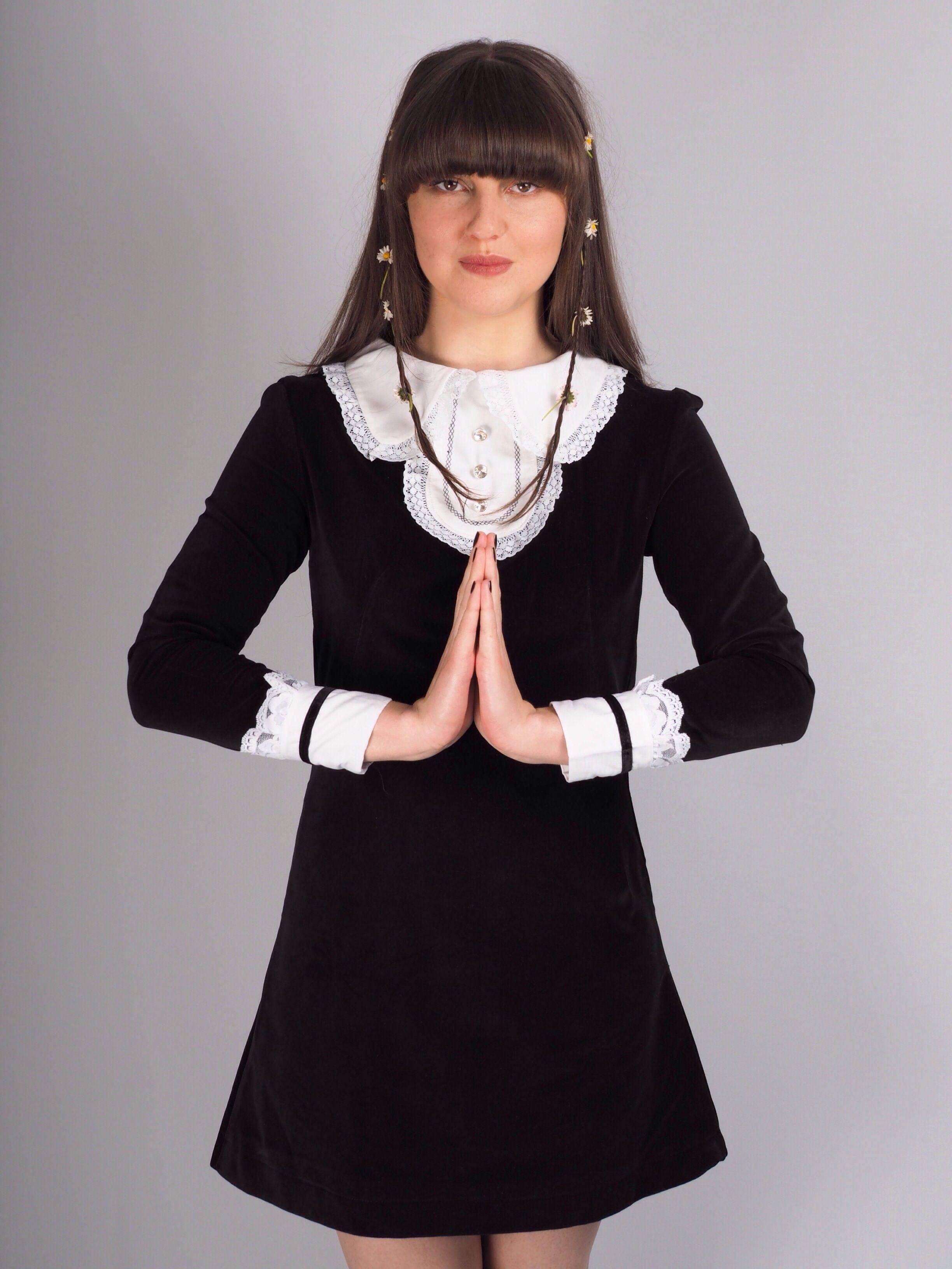 60 S Inspired Black Velvet Dress With White Lace Collar And Cuffs Black Velvet Dress Mod Dress Little Black Dress [ 3264 x 2448 Pixel ]