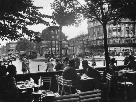 Street Cafe And Potsdamer Platz In Berlin 1920 1929 Photographic Print Scherl Suddeutsche Zeitung Photo Allposters Com In 2021 Berlin Potsdamer Platz History Of Photography
