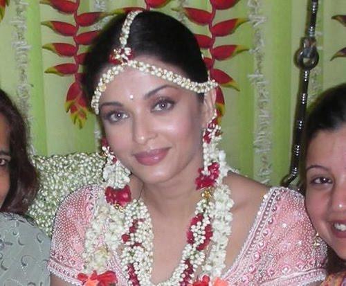 Aishwarya Rai Wedding Pictures Dulha Dulhan In 2020 Aishwarya Rai Wedding Pictures Bollywood Wedding Hollywood Wedding