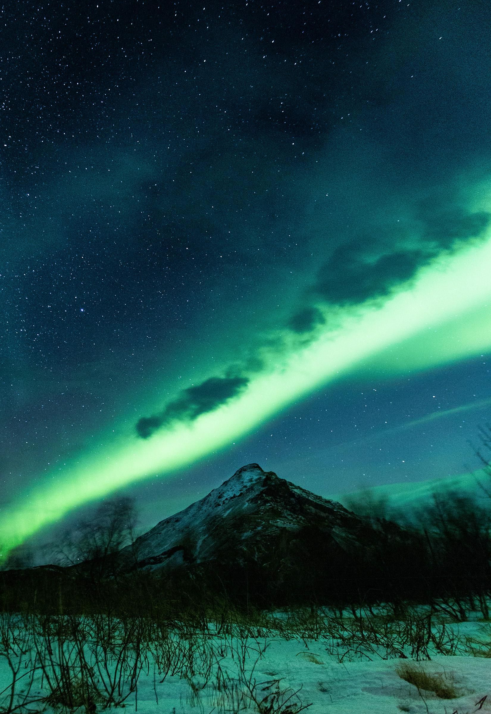 A Beam Of Aurora Over Southern Iceland 1650x2400 Oc Nature Photography Landscape Pictures Nature Pictures In 2020 Landscape Photography Nature Photos Landscape