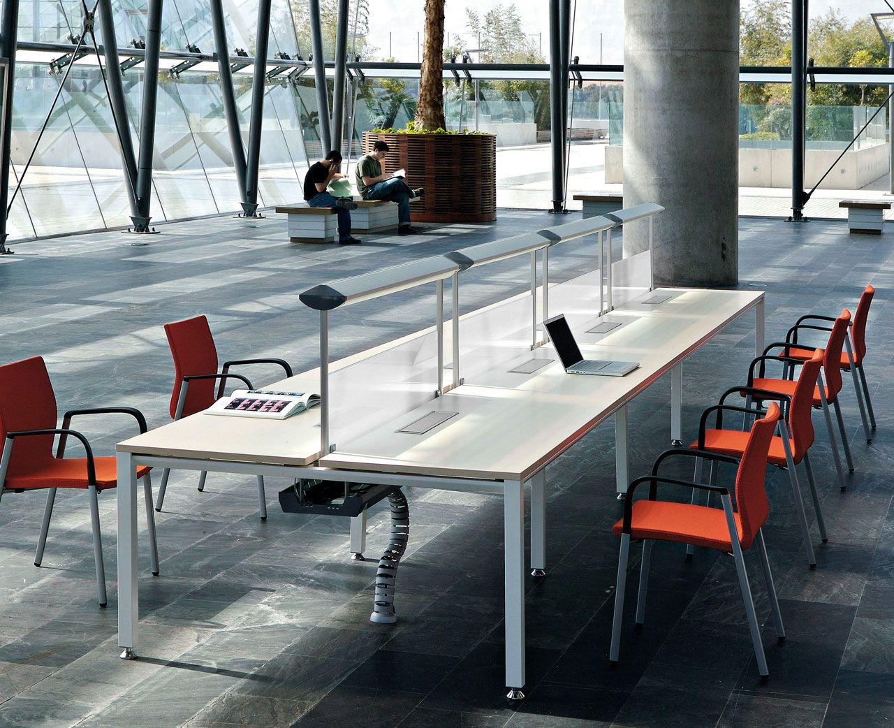 Vital, mesas rectas, dobles, ergonómicas, de reunión, mostradores, que se adaptan de forma flexible a las diferentes necesidades de trabajo en la oficina.