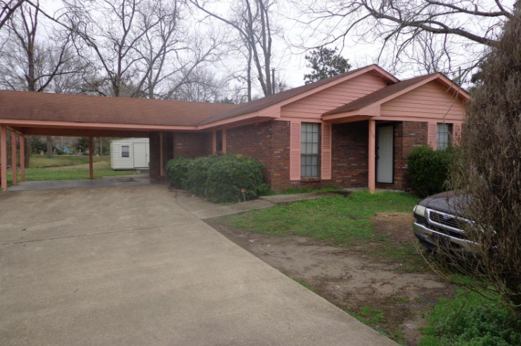 Great price, rare find! 3bedroom 2bath home in Rolling
