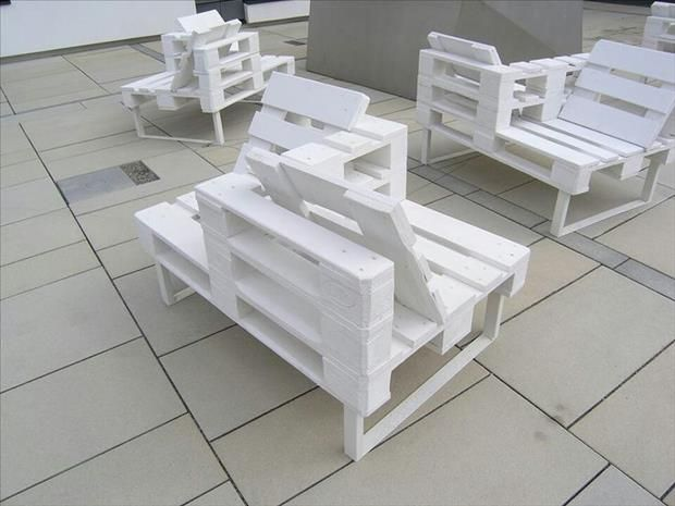 zweier gespr ch bequeme sitzbank f r 2 aus alten paletten diy paletten gartengestaltung. Black Bedroom Furniture Sets. Home Design Ideas