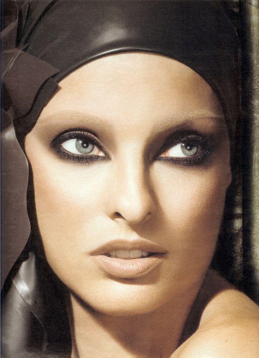 Supermodel eyes Linda Evangelista (With images) Linda