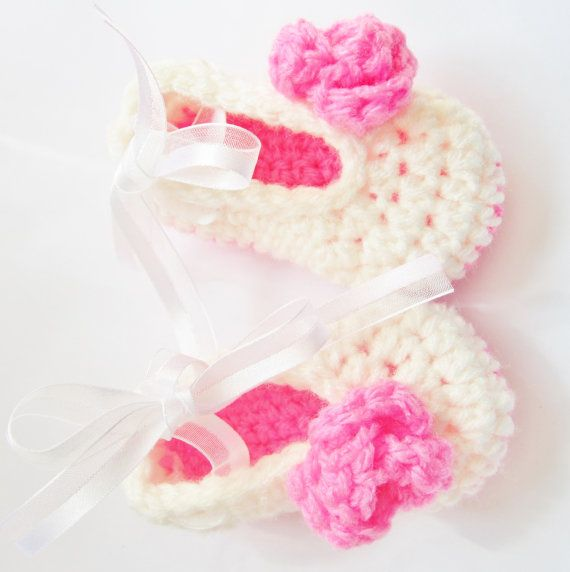 Pretty in Pink Baby Girls Ballerina Flats por JennCrochetCreations