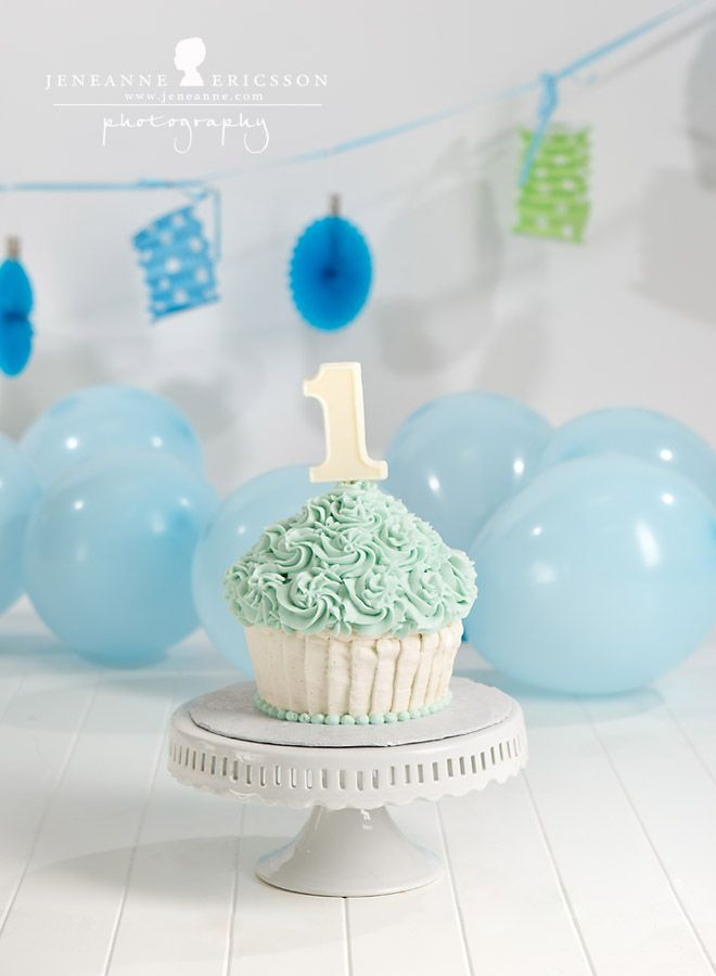 Jeneanne Ericsson Photography 187 Blue White Giant Cupcake