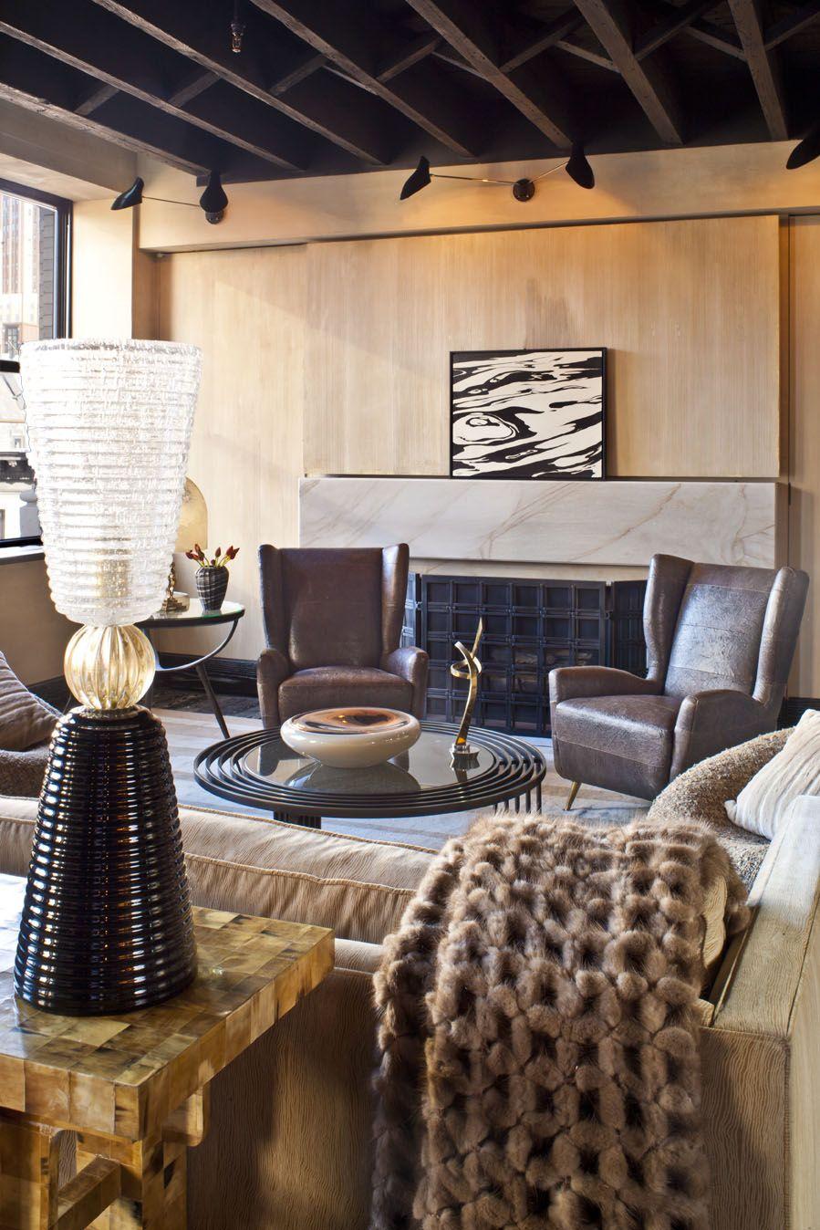 17 Minimalist Home Interior Design Ideas: Minimalist Living Room With Neutral And Masculine Furniture.