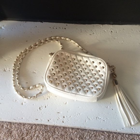 """Gold studded cream crossbody purse Gently used. Very willing to negotiate but please do so via the """"make an offer"""" button and not in the comments =). Forever 21 Bags Crossbody Bags"""