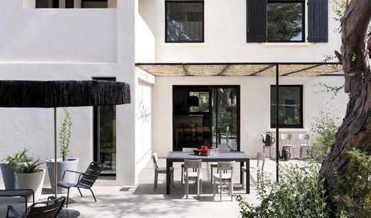 Maison moderne en Provence  le bon exemple Pergolas, Villas and - Gites De France Avec Piscine Interieure
