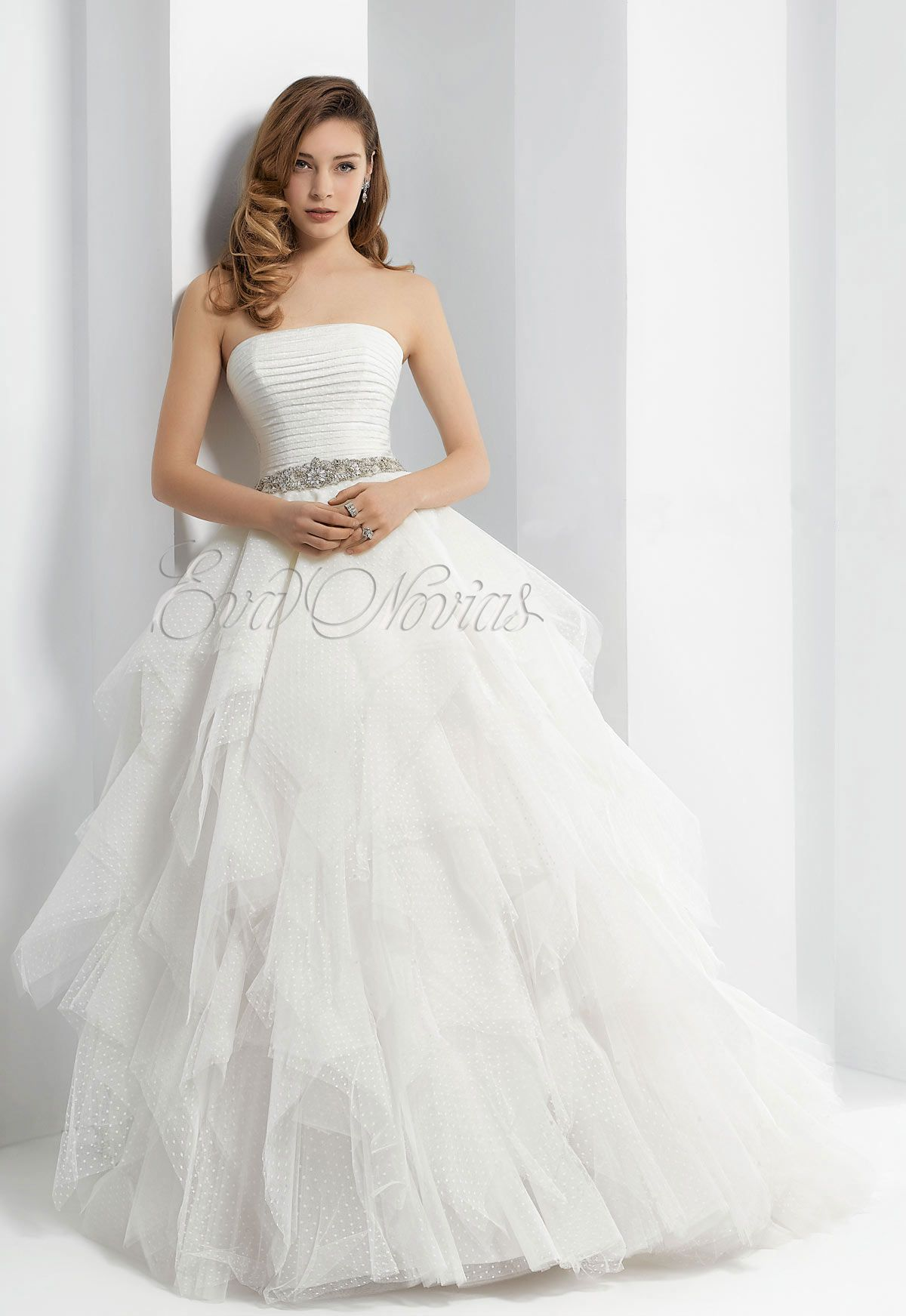 Vestido de novia Pepe Botella colección 2016 modelo 581 en Eva Novias Madrid. #weddingdress #vestido #novia #boda #madrid #tienda #novias #moda #bridalfashion