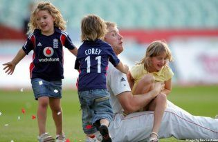 Andrew Flintoff With His Cute Kids Celebrity Moms Family Fun Cute Kids
