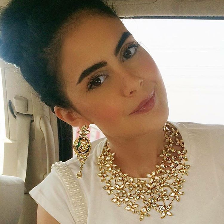 """""""Weekend Shopping ? Begin with this look !  A nouveau styled #polki Necklace and Earrings, showcased brilliantly by our very own #dubaistyle specialist…"""""""