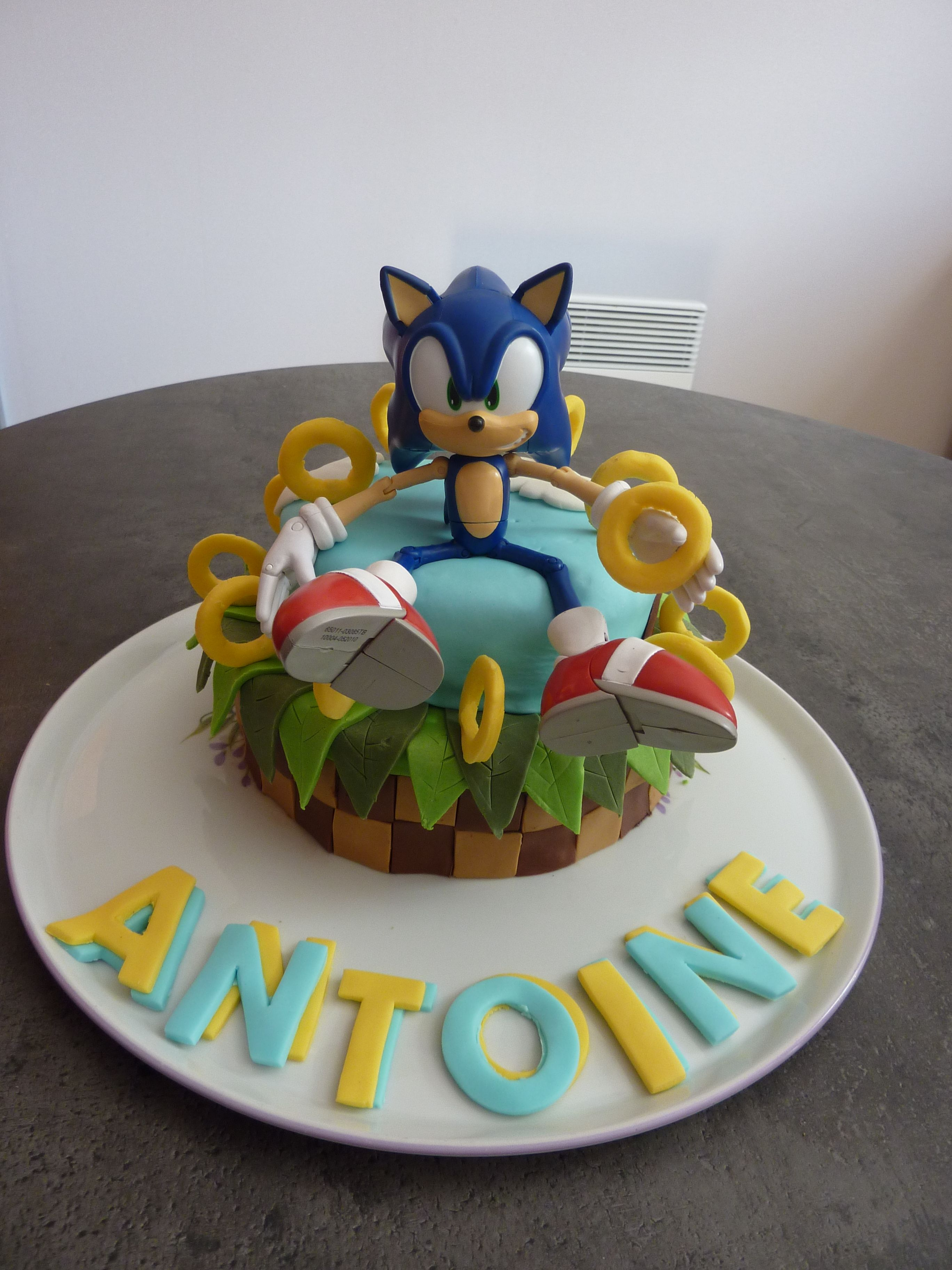 Sonic cake Birthday party Pinterest Sonic cake and Cakes