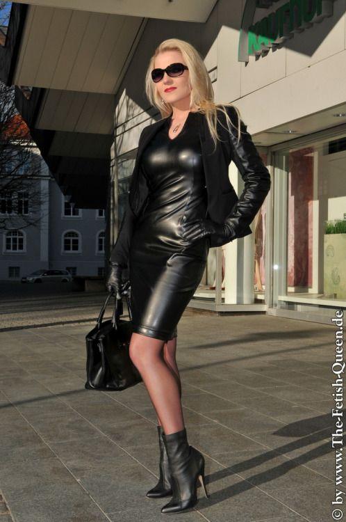 cf1038d52a94 Pin de in te en Queen leather   Leather, Black leather dresses y ...