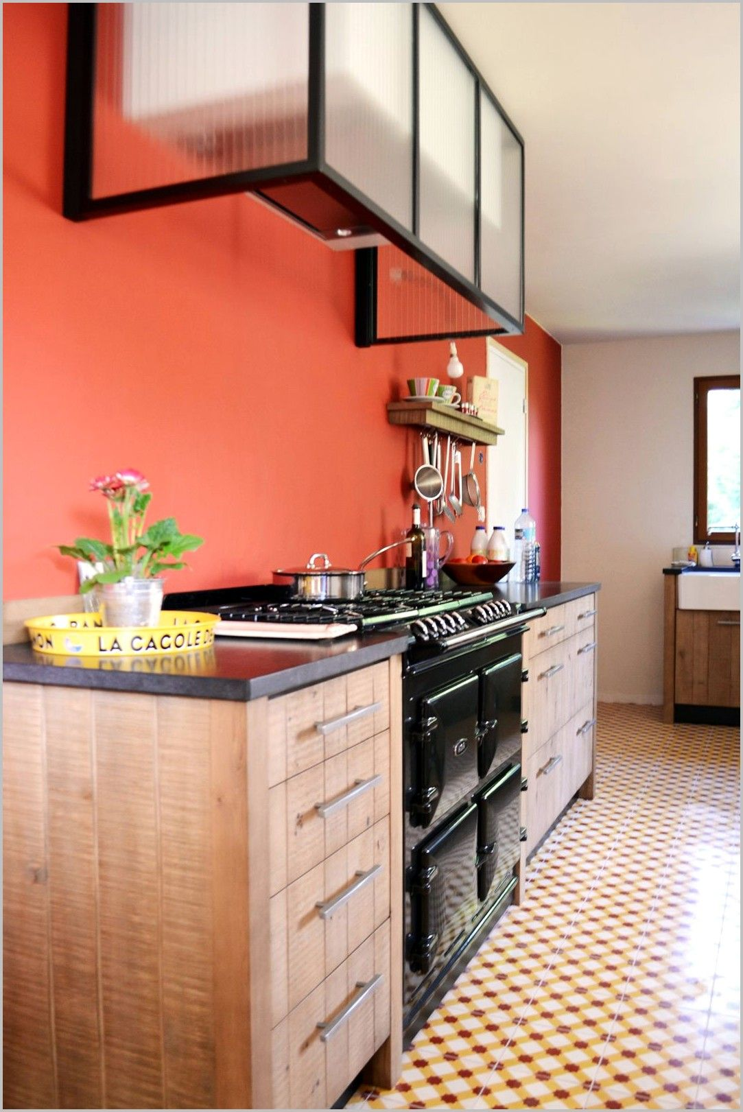 Porte Cuisine Chene Massif cuisine en bois massif murs peint en rouge en 2020   meuble