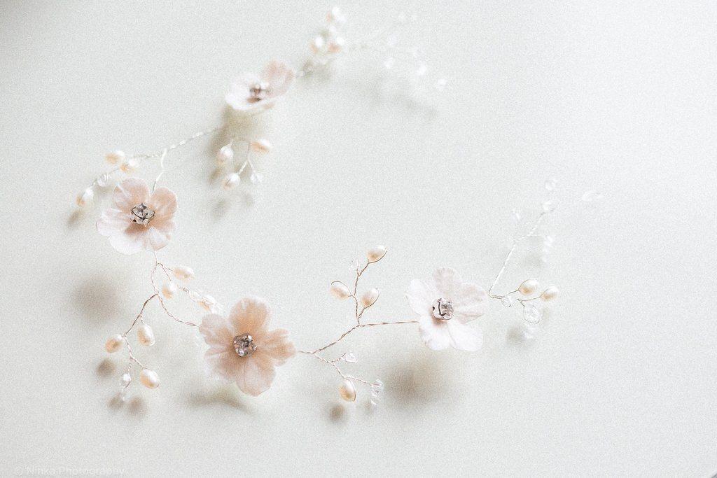 Eerin - hiuskorunauha kukista ja helmistä