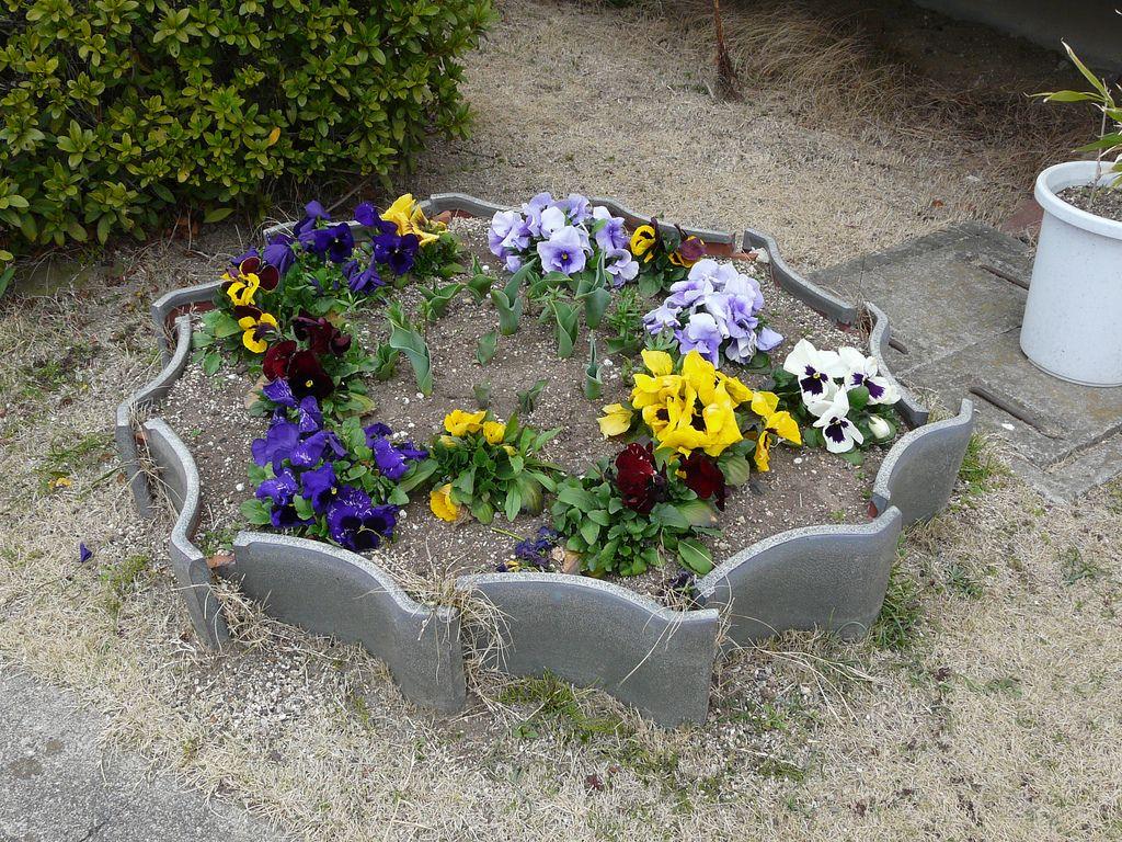 Tokyo Diy Gardening Archive Roof Tile Planter Garden Edging Diy Garden Garden Tiles