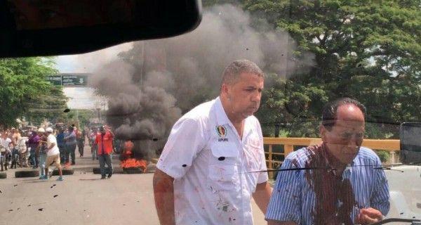¡SALVAJISMO PURO! Hordas de Maduro atacan a candidato opositor en Apure #11Oct
