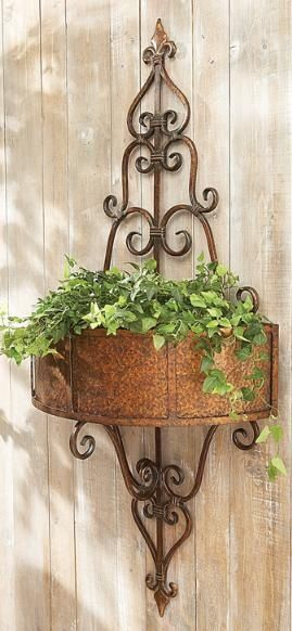Beautiful Idea For A Blank Wall Or Fence With Images Tuscan Garden Plant Stands Outdoor