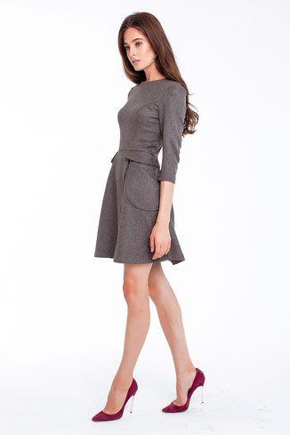 graues kleid mit Ärmeln und wickelrock mit bildern  warme kleider wollkleid kleider